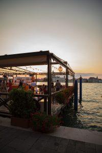 Per celebrare i 100 anni di Aperol, vera icona dell'aperitivo italiano, abbiamo creato e coordinato le attivazioni che si sono svolte tra Padova e Venezia all'interno di una piattaforma di comunicazione concepita e costruita a quattro mani insieme a H+K Strategies e We Are Social